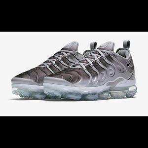 Men Nike air vapormax wolf grey and black